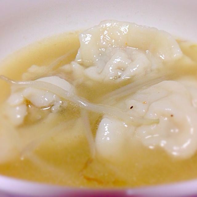今日の夜ご飯はこれとグリーンスムージー( ´ ▽ ` )ノ 正月に蓄えた脂肪を落とします!w 目標-10kg!w - 84件のもぐもぐ - ダイエット中の夕食。手抜き!冷凍餃子のスープ♡ by mms26mr