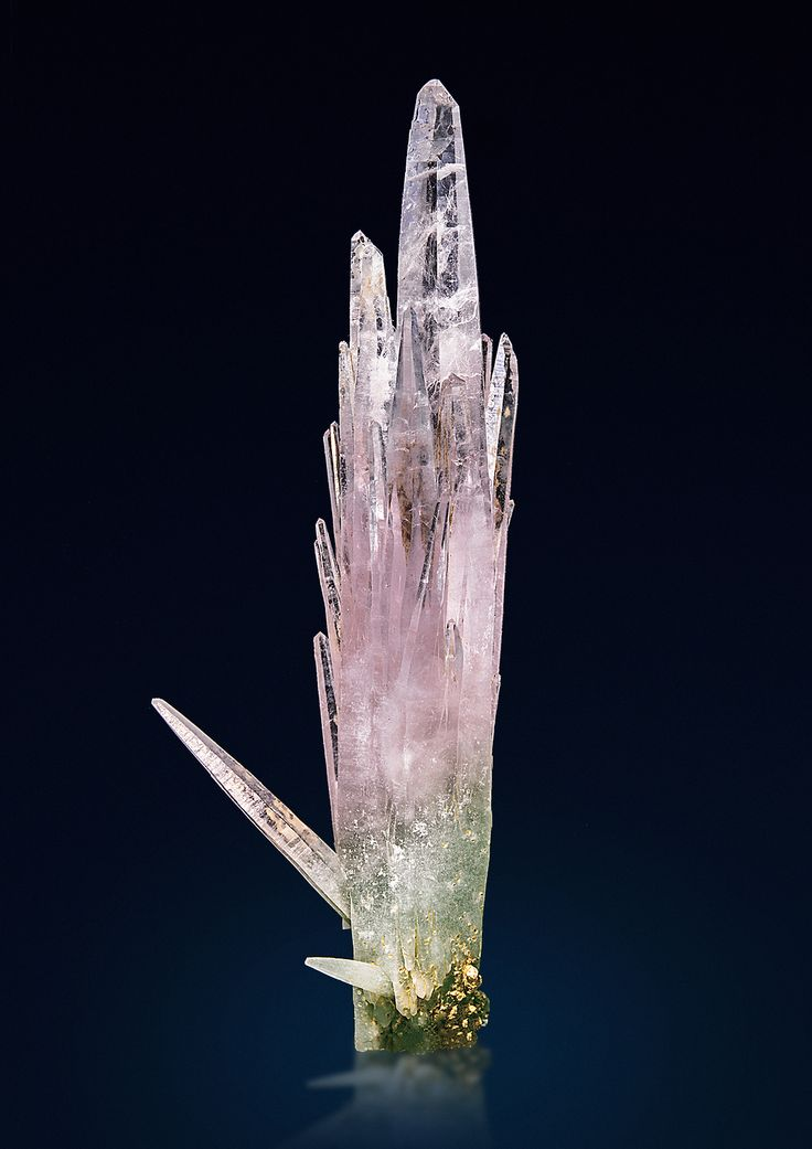 Quartz var.Amethyst and Prase - Serifos Island, Greece Size: 9.3 x 3.3 x 2.2 cm