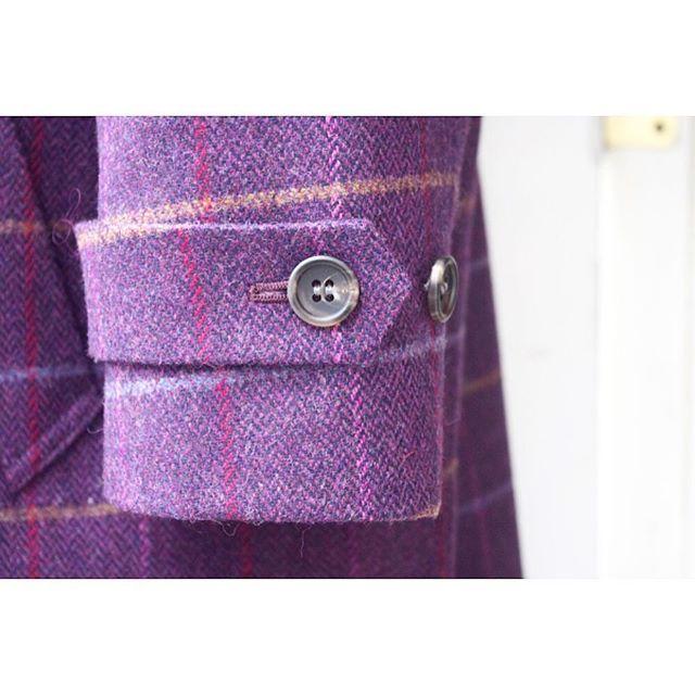 < tweed coat >  ステンカラーコートの袖口タブ。 . . . メンズ、レディース共にオーダーコートを承ります。 ----------------------------------------- ※御来店の際は御予約をお願い致します。 ----------------------------------------- #lifestyleorder#ライフスタイルオーダー#オーダーコート#コート#ステンカラーコート#チェスターコート#ガウンコート#ピーコート#トレンチコート#ノーカラーコート#カシミヤコート#ツイードコート#メンズコート#レディースコート