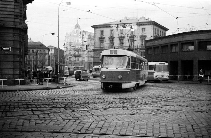 Křižovatka Těšnov ještě s původní zástavbou, 8. 12. 1971