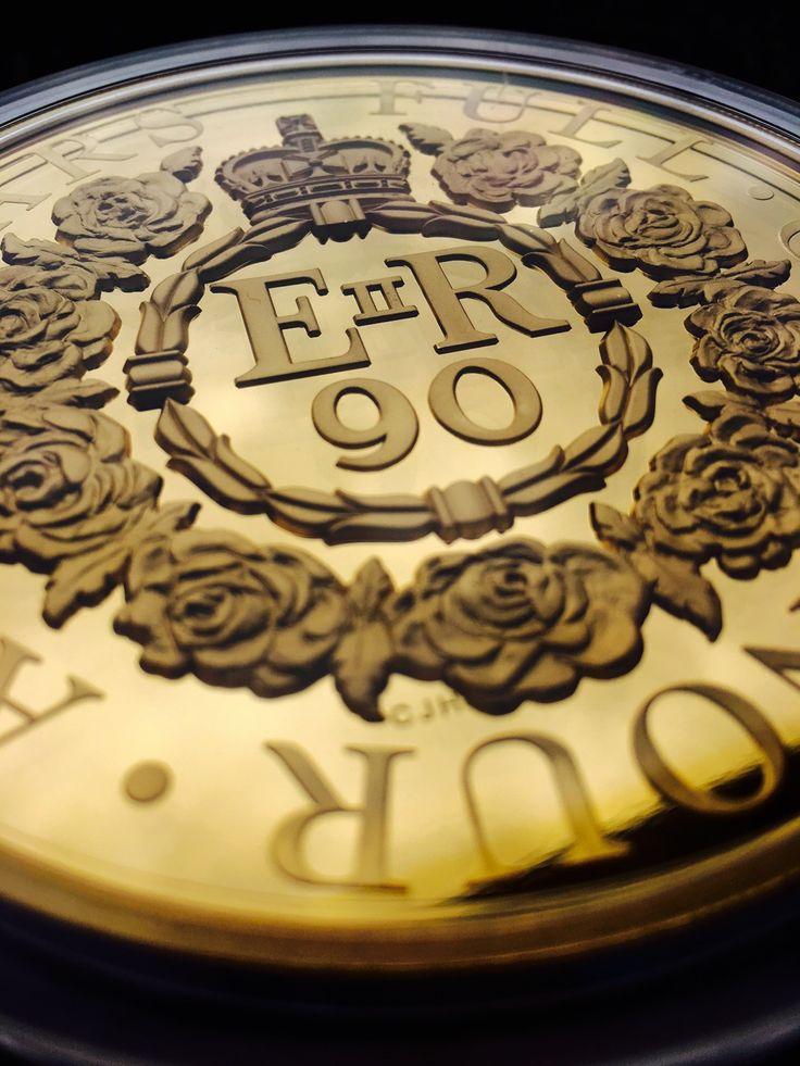 Zlatá pamětní mince v přísné limitaci 25 kusů pro celý svět jako pocta k 90. narozeninám královny Alžběty II.