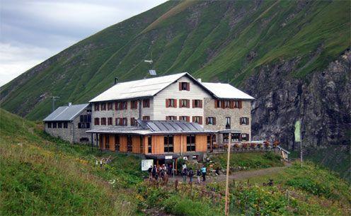 Die Kemptner Hütte (1.846m) ist die erste Übernachtungsmöglichkeit bei der Alpenüberquerung zwischen Oberstdorf und Meran