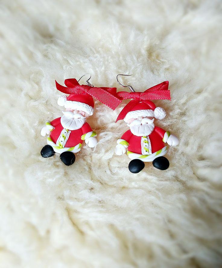 Santové+-+náušnice+Náušnice+z+polymerové+hmoty,+mají+přibližne+3,5+cm.+Chcete+být+originální+na+Vánoce?+Náušnice+ve+tvaru+Santíků+Vám+originalitu+zaručí+;)