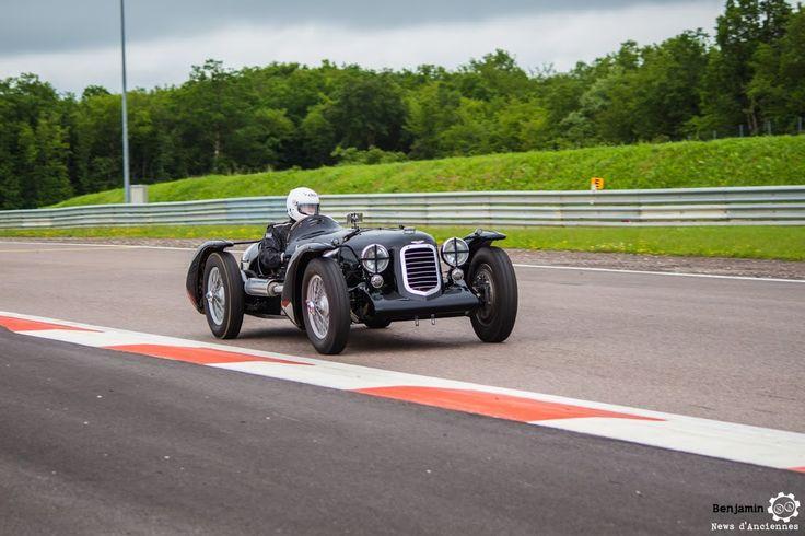 #Aston_Martin 2 Litres Sport au Grand Prix de l'Age d'Or. #MoteuràSouvenirs Reportage complet : http://newsdanciennes.com/2016/06/06/jolis-plateaux-beau-succes-grand-prix-de-lage-dor-2016/ #ClassicCar #VintageCar