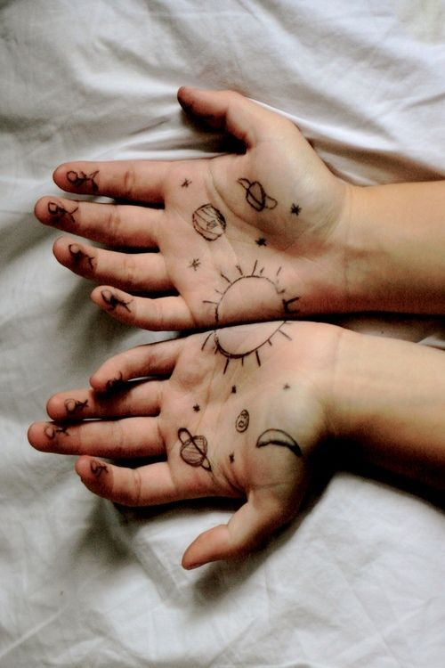 Best 25 hand holding something ideas on pinterest open for Cool designs to draw on your hand
