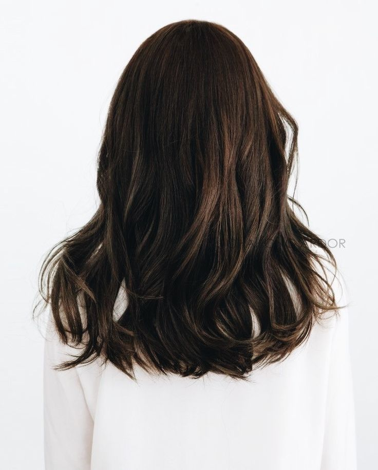 p i n t e r e s t    sarahesilvester dark brown chestnut hair with loose cursl