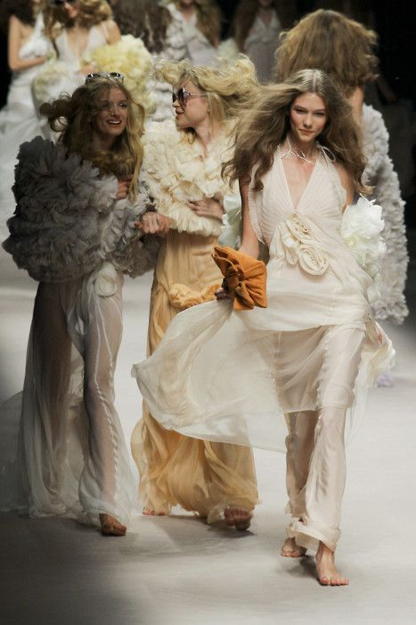 Sonia Rykiel Spring 2008. One of my two favourite seasons of RTW at all times. Fresh faced, un-lined draped chiffon, ruffles, bare-foot, loose waves, fun sunnies = perfection.