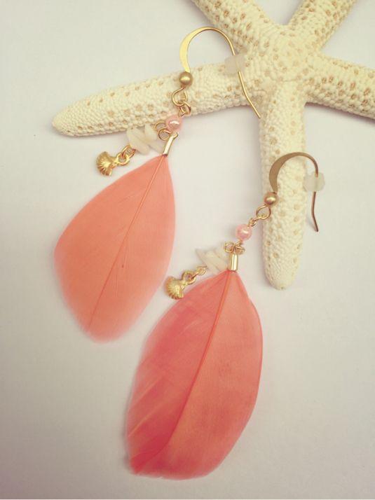 貝殻とサンゴのフェザーピアス コーラル | ハンドメイド、手作り作品の通販 minne(ミンネ)