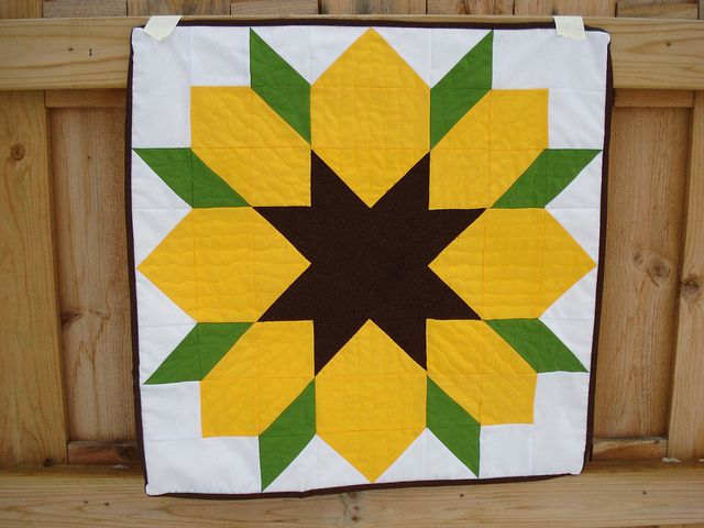 Sunflower Swoon block! What a cute idea. A full quilt with four or six different flowers would be colorful. Might need to change out the shapes of each center for interest.