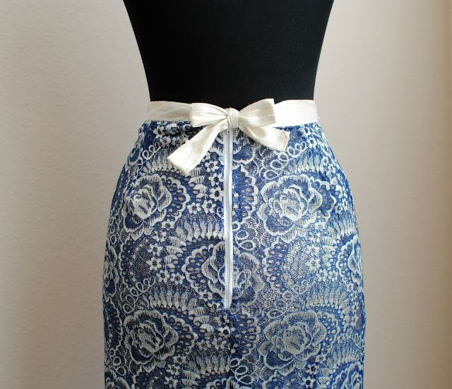 http://www.trashtocouture.com/2016/12/diy-bow-back-pencil-skirt.html