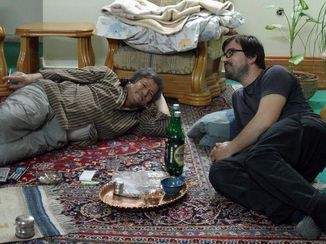 – Good? Good? – Very good. – No. No good. Women are no good!  Era esta a conversa que se repetia a cada 5 minutos em casa de Parisa, a nossa anfitriã em Shiraz. Depois de 6 horas de autocarro entre Yazd e Shiraz (que custou 75 000 IR), chegamos ao terminal às 4.45h …