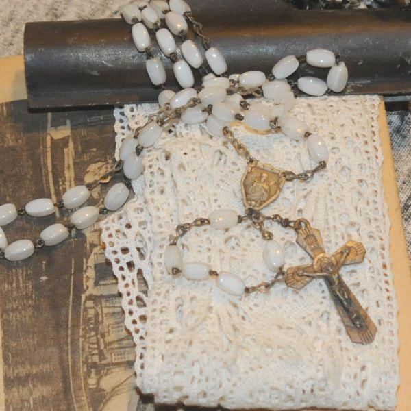 Smukke hvide perler i rosenkranse fra Frankrig