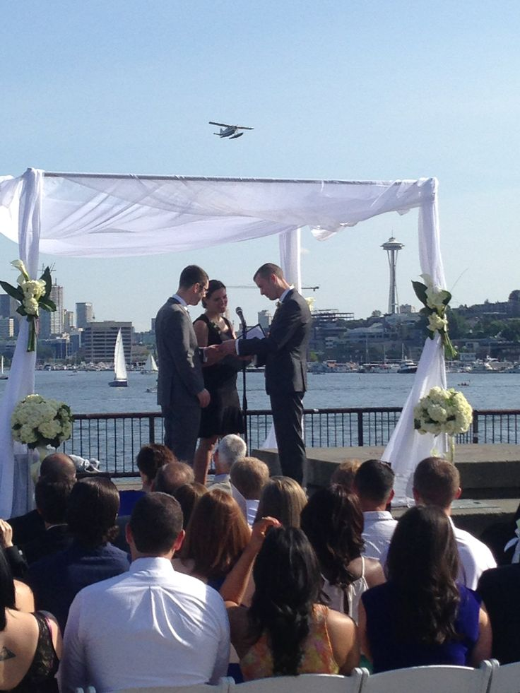 What a perfect Seattle Wedding!! Lovely couple, lovely setting, gorgeous wedding!! #Blueribbonweddings