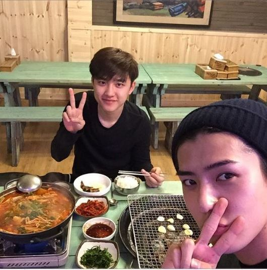 EXO  Sehun, Dinner With D.O 'Handsome Brothers' http://www.kpopstarz.com/articles/142488/20141127/exo-sehun-dinner-with-d-o-handsome-brothers.htm