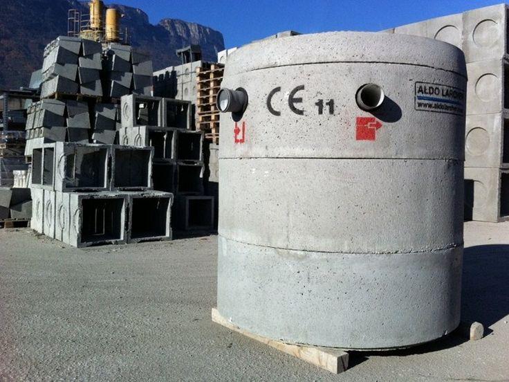 #Napoli #Pozzuoli #Campania #Italia #riscaldamento #radiatori #ristrutturazione #edilizia #madeinitaly #madeinsud #architetti #home #design #impianti #fognature Per info #preventivi e sopralluoghi GRATUITI contattateci!!! info@mirocasa.it Tel. 081/5706960 Fossa settica tricamerale in calcestruzzo