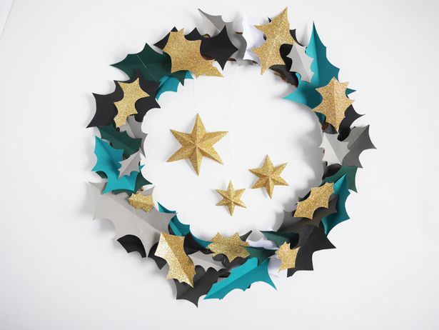 Make a pretty paper wreath for the holidays | contributed by La Maision de Loulou