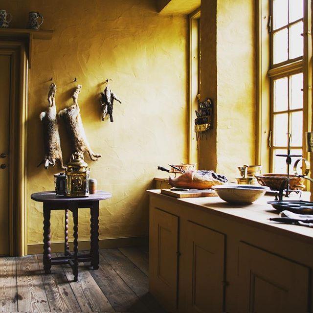 Det gule køkken i Møntmestergården. #dengamleby #visitaarhus #visitdenmark #interior