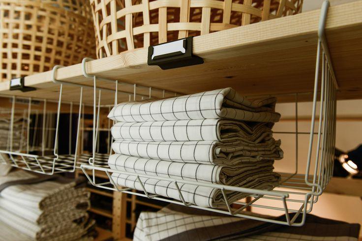 Detalj från pressvisningen av IKEA katalogen 2016. Här visas nya IKEA 365+ kökstextilier i IVAR hyllor med nya tillbehör. #ikeakatalogen #ikeakatalogen2016 #provsmakaIKEA #ikeasverige #pressevent #kök #kitchen