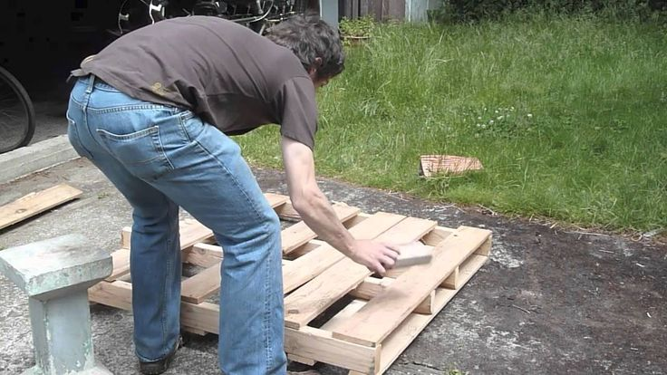 Easy pallet dismantling, for reclaiming the wood.