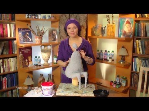 В этом выпуске Ольга расскажет как приготовить массу из тонкой бумаги и клея ПВА. Каркас работы обретет объём и форму.