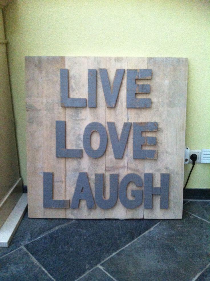 Diy bord van oud steigerhout met letters van xenos; live love laugh