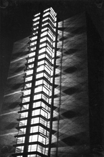 Martin Elsaesser Treppenhaus eines Kopfbaus der Frankfurter Großmarkthalle, 1928