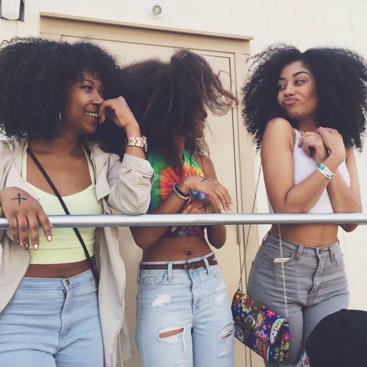 Carefree Black Girls. 3 amigos