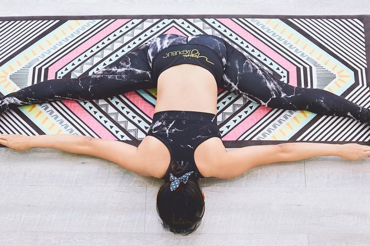 How do you measure a training mat? With a split of course! 😄 Featuring our unique Aztec Movement mat 🌟  #YRliving #yoginirepublic #yogamalaysia #yogainspiration #yogaeverydamnday