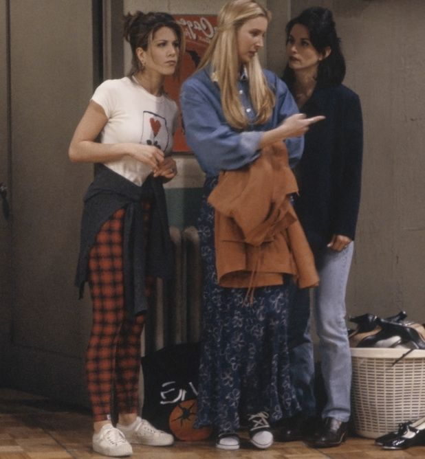 Friends - 'The One with the Fake Monica' Episode 21  We get to see the outfit at a different angle!
