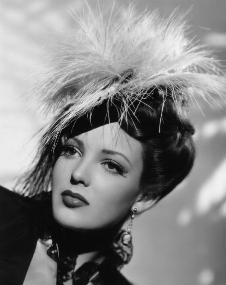 "Linda Darnell (1923-1965), the epitome of ""Classic Hollywood"". A stunning beauty."
