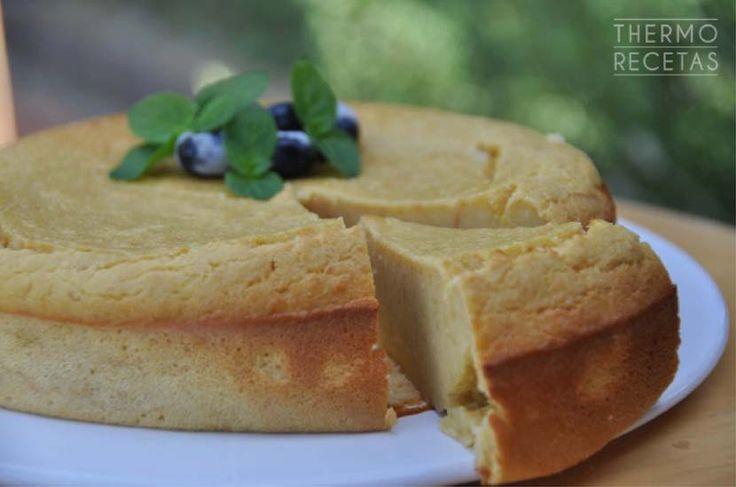 ¿Tenéis pan duro en casa? Pues es el momento de preparar este bizcocho: un dulce muy fácil de hacer y económico con el que sorprenderéis a toda la familia.