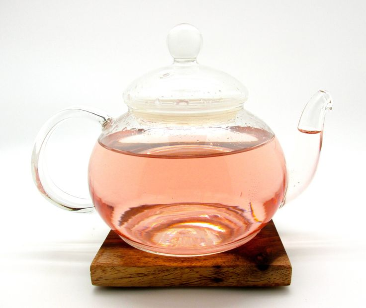 Enjoy a clear glass tea pot short and stout! Perfect for serving tea at a small brunch or with your sweetheart on a cold winter day. Holds 19.3 oz. Combine with a loose leaf steeper to use your tea po