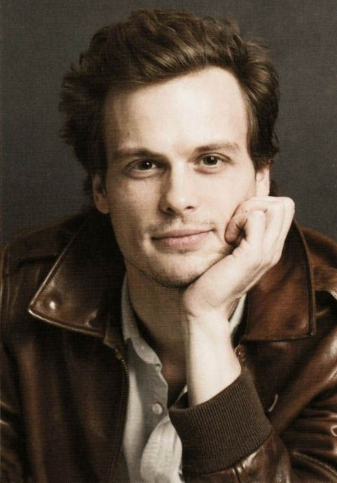 Matthew Gray Gubler as Spencer Reid in Criminal MInds  If someone were to look at me like that. OMG!