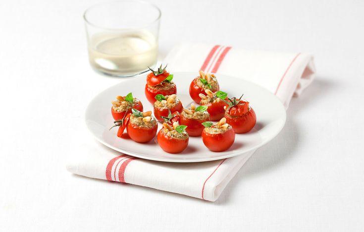 Pomodorini ripieni di crema di pesto