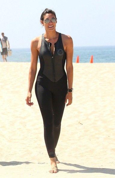 Daniela Ruah - Daniela Ruah Films a Surfing Scene                                                                                                                                                                                 Plus