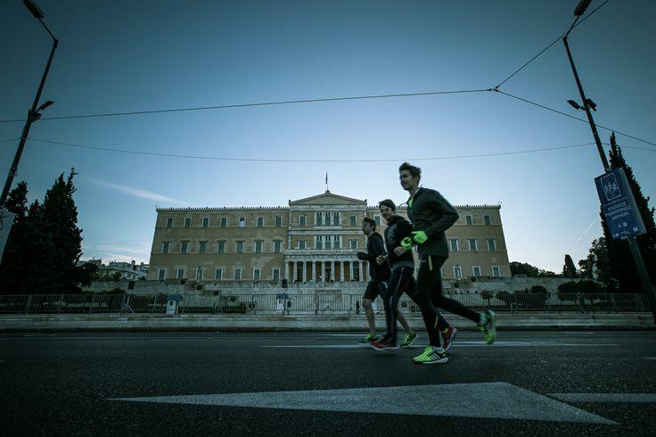 Ματιές στον 31o Κλασικό Μαραθώνιο: Ο φακός του Andro «δια-τρέχει» χαλαρά τη μεγάλη χθεσινή γιορτή της Αθήνας. Αποκλειστικές φωτογραφίες: Νίκος Καρανικόλας  Πηγή : Andro.gr [ http://www.andro.gr/zoi/klassikos-marathonios/ ]