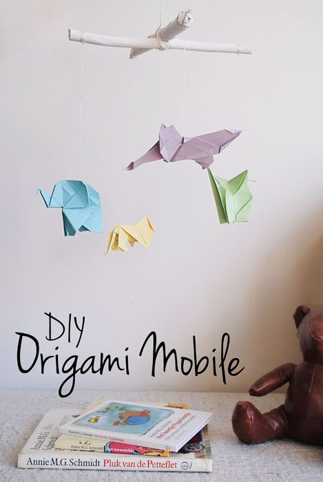 DIY Origami Mobile tutorial. This would be awesome as a babyshower gift or for your own nursery! | dutchdesignonabudget.nl