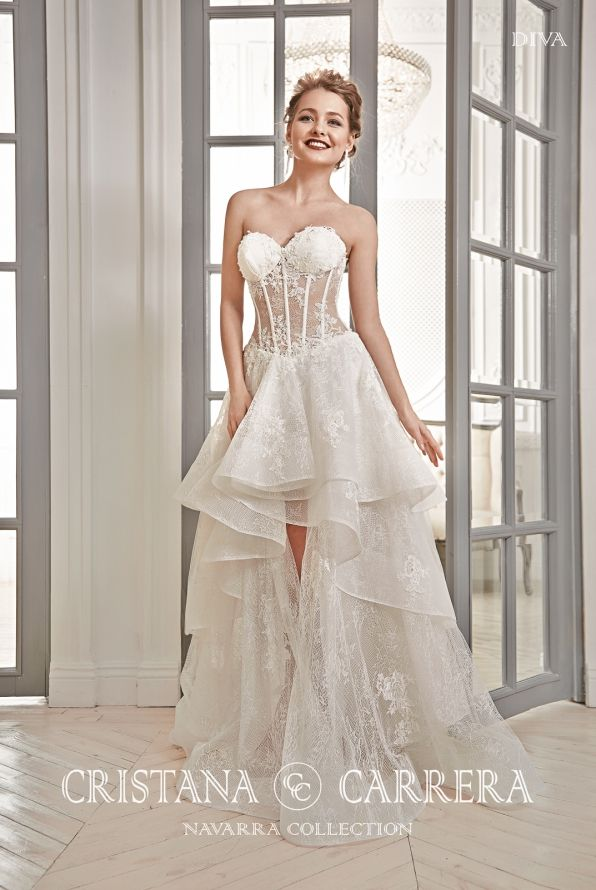 """Beautiful wedding gown """"DIVA"""" available in off white color,in  size 38 tel.0215564880"""