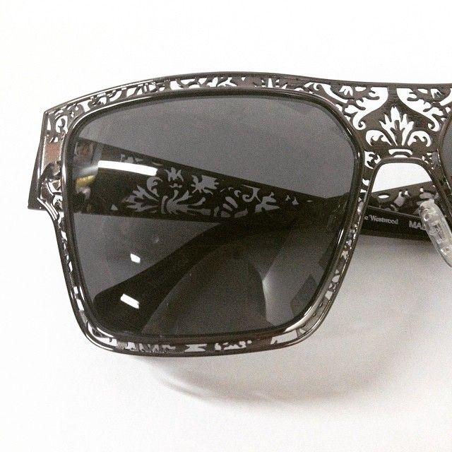 W-o-W  Νέες παραλαβές, νέα σειρά #VivienneWestwood #style #fashion #winter #shades #sunglasses #sunnies #frames #eyewear #westwood #love #winter #opticametaxas #athens #γυαλιά
