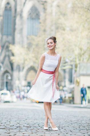 Die besten 25 farbige Brautkleider Ideen auf Pinterest  Essence brautkleider Vintage