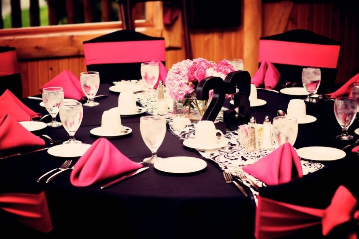 Black and pink wedding #wedding #pink #damask