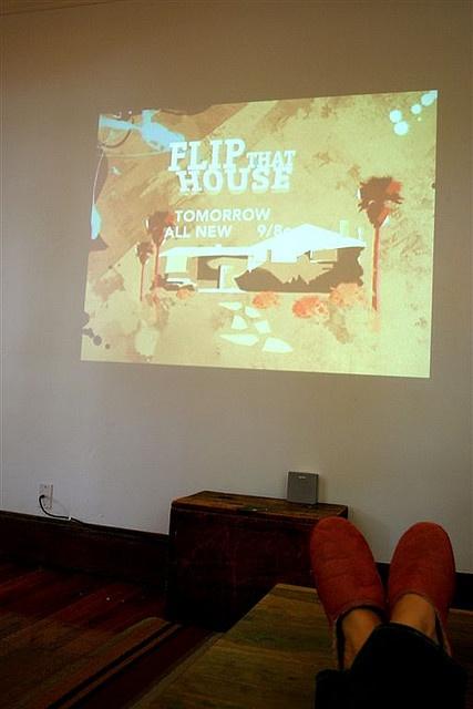 neat - projector TV