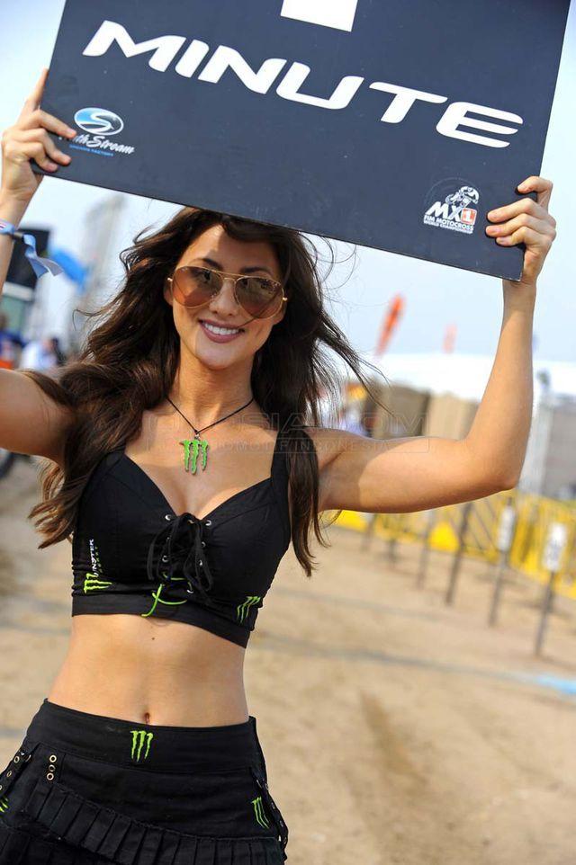 Ajang kejuaraan motocross MX GP telah dimulai di negara Gajah Putih atau Thailand. Sebagai sponsor utama, Monster Energy datang tak sendirian tapi ditemani para gadis cantik dan seksi di bawah ini.