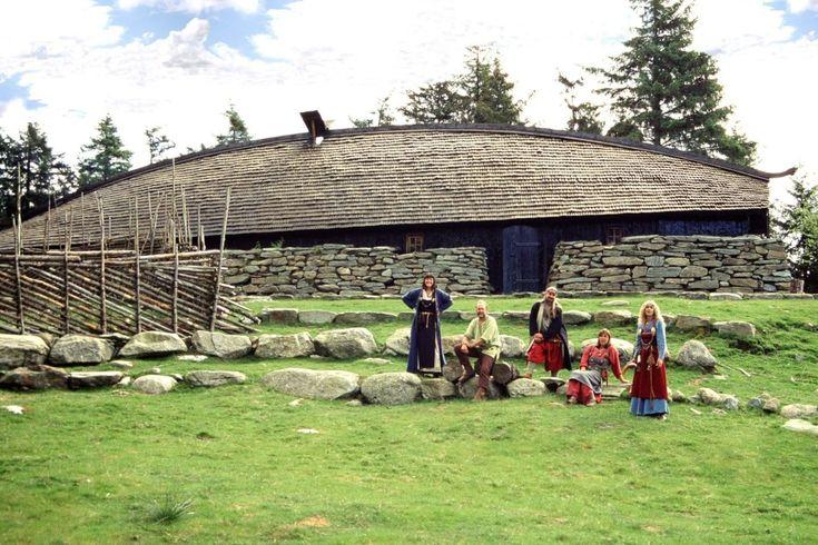 langhus Avaldsnes viking rekonstruksjon vikinggard vikingtida grindbygd førhistorisk relikvieskrin storfamilie vikinggraver storfamilie
