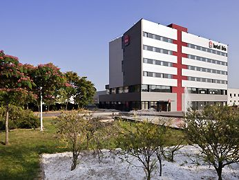 Budget hotels with easy access to Barcelona city centre - Ibis Hotel, Molles del Valles, Spain