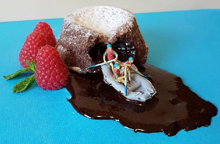 Italian pastry chef is creating extremely delicious looking and intricate desserts which look like miniature worlds.