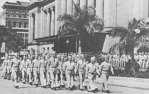 US servicemen march through King George Square, 1943.