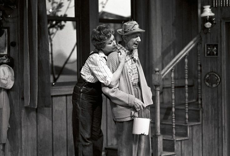 "From the play ""Sensommer"" (""On Golden Pond"") by Ernest Thompson at Oslo Nye Teater, 1981. Leif Juster as Norman and Wenche Foss as Ethel. Directed by Kirsten Sørlie. Norwegian premiere at Oslo Nye Teater Feb. 5th 1981. Photo: Frits Solvang / Owner: DEXTRA Photo"