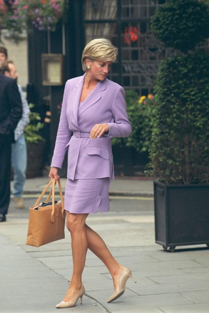 PHOTOS - Lady Diana avec le D-Bag de Tod's en juillet 1997