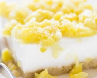 Gâteau exotique léger à la noix de coco, ananas et vanille